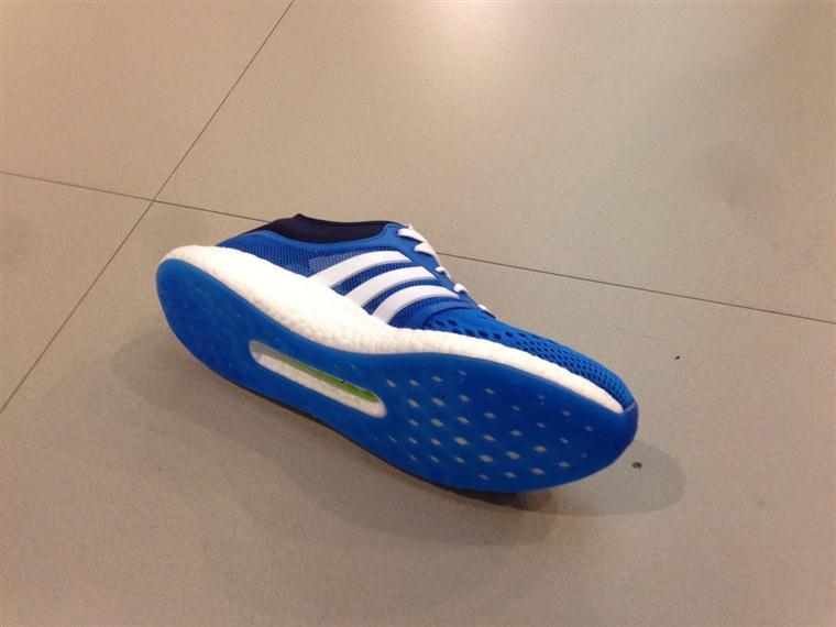 adidas boost 男子休闲跑步鞋